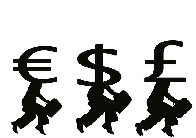 3 měny – symboly s nohama