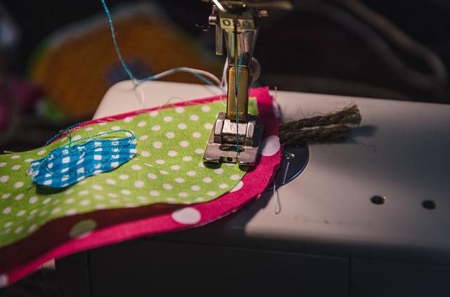 Ruční tvorba na šicím stroji